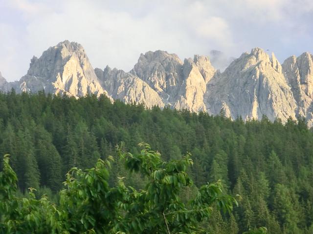 Die Berge sind unser Spiegelbild, die schönsten Bergseen, die einander wechselseitig in den Alpen spiegeln, aus der Ferne zu betrachtet, wird über die Dinge bewusst werden, die Berge versetzen können 2012-048