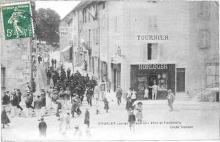 La boutique de l'horloger Tournier sur la place au vin d'Orgelet