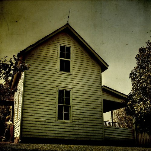 white house rural canon square afternoon grunge dirty homestead clapboard textured lighteningrod ti1 chatefield applesandsisters