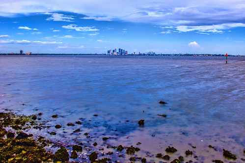 panoramic tampa florida usa downtown skyline centralbusinessdistrict tampabay hillsboroughcounty water bay sunshinestate urban skyscraper building architecture realestate cosmopolitan metro metropolitan metropolis city cityscape density longexposure 10stopfilter
