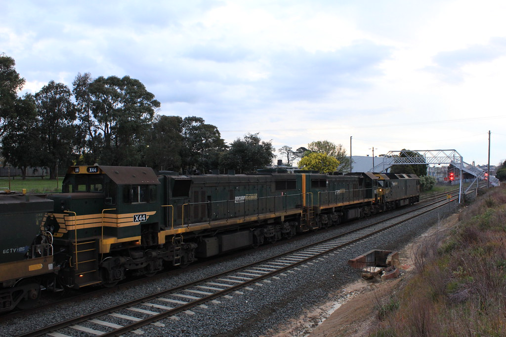 X44 X43 and G542 wait at Ballarat East by bukk05