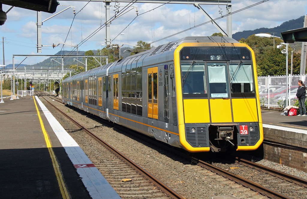 T39 UP pass Thirroul by Thomas