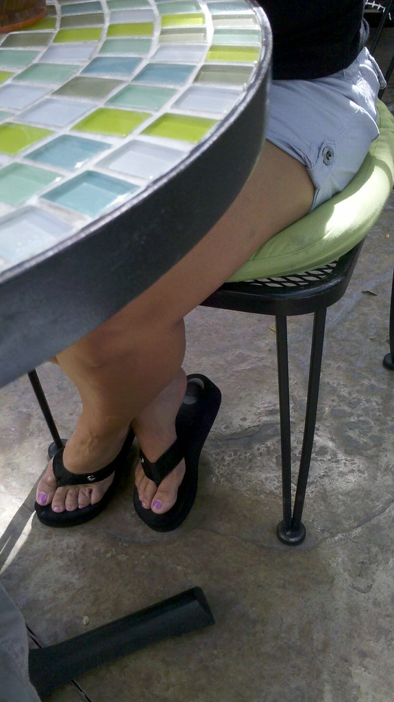 feet under table | hernicefeet | Flickr