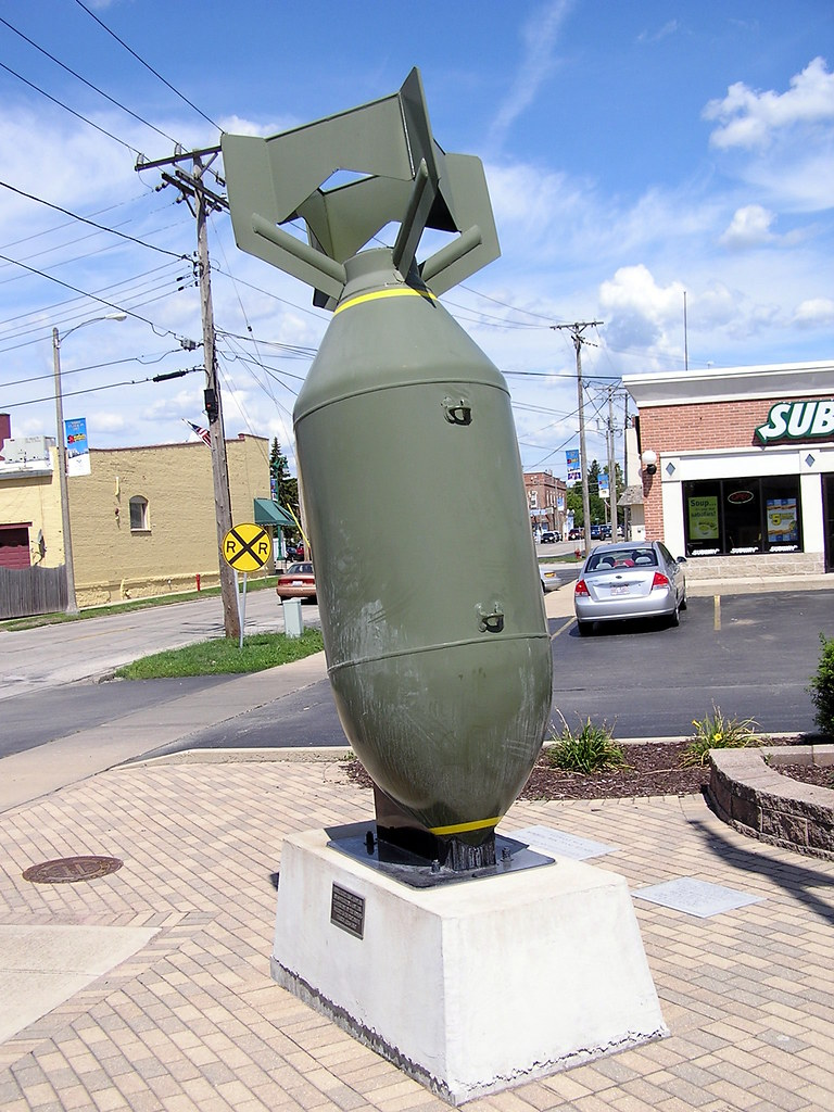 Huge Bomb in Plano | This 4000 pound bomb sits at Veterans