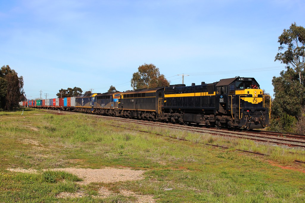 Victorian Superpower! X31, S313, B76, G515 on 9071 Qube service to Deniliquin by Greensleeves.94