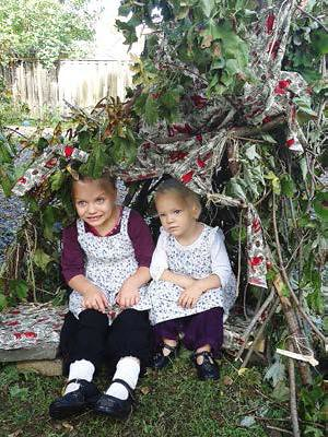 Wed, 03/28/2018 - 23:17 - Sukkah Sisters