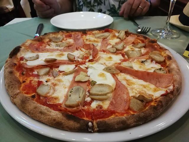 <p>もっちりと美味しいピザですよ~</p>