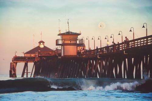 california moon sunrise pier waves fishermen sandiego pacificocean splash moonset imperialbeach hss waninggibbous imperialbeachpier pixelmama sliderssunday variousslidingandotherstuff iblovinthispier