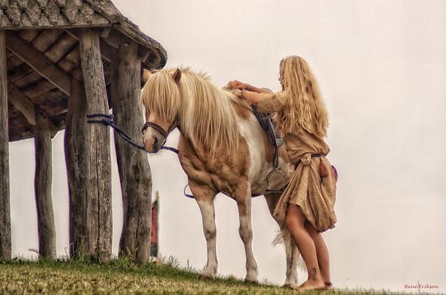 Dos rubias con el cabello al viento....