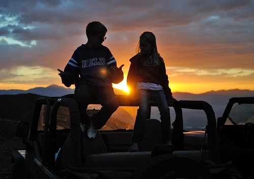 sunset cloud sun mountain kids children fun photography utah photo child jeep 4x4 wrangler