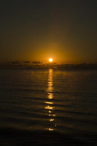 rondeauprovinicalpark rondeau park ontario nikon nikkor 1870 sunrise sun lakeerie lake mist water morning cloud horizon