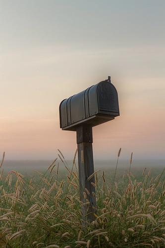 2016 canon eosm horseshoelake illinois midwest september fog mailbox sunrise water pontoonbeach unitedstates us