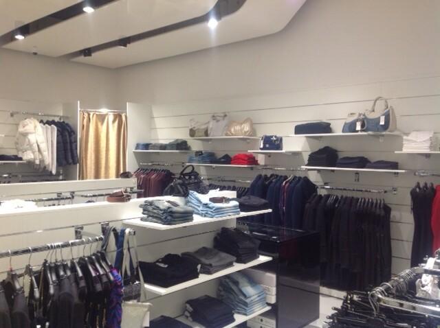 Luxury Mall all\'interno del Cilento Outlet Village (Campan ...
