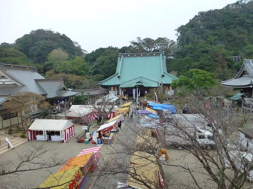2012/10/14 (日) - 14:29 - 山門からみたところ。山門は普段は非公開。お十夜のときだけあがれます。