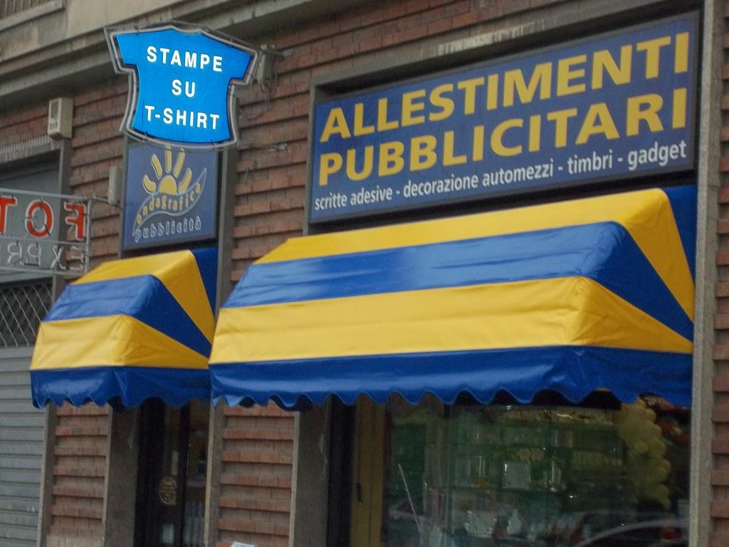 capottine per negozi Chieri Torino www.tendedasoleachieri.it