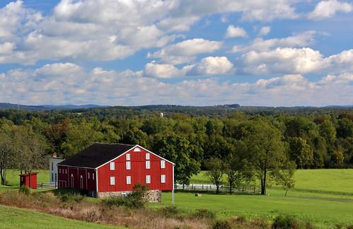 red green clouds barn landscape pennsylvania farm gettysburg civilwar oakridge gettysburgnationalmilitarypark americancivilwar warbetweenthestates canon60d gettysburgbattle mcleanbarn jannagal jannagalski
