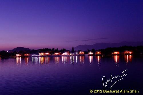 india lake dal gondola kashmir srinagar gulmarg chinar
