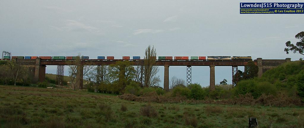 X31 & G515 at Taradale by LowndesJ515