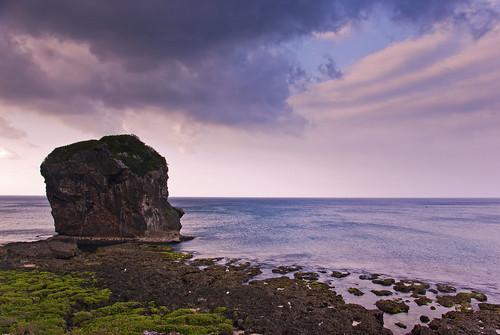 sunrise day cloudy 墾丁 海 晨光 海藻 淡淡 礁岩 船帆