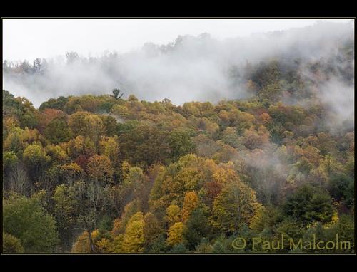 autumn mountains fall leaves fog clouds nc fallcolors northcarolina fallfoliage autumncolor vallecrucis