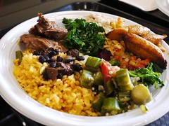 土, 2013-01-12 12:41 - Buffet ご飯、オクラの煮物、牛肉の煮込み、バナナ、フェイジョアーダ、ケール・ビーツ・その他のサラダ
