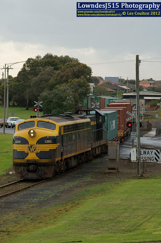 S303 & T357 at Warrnambool by LowndesJ515