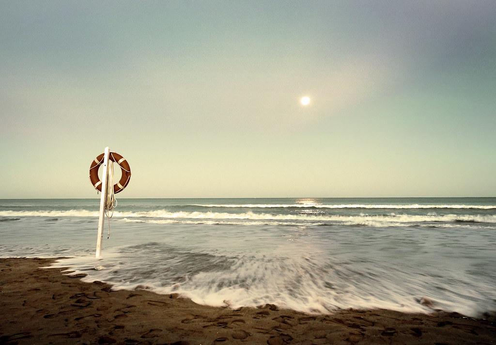 memorias de un salvavidas.../ memories of a lifesaver... {explore}
