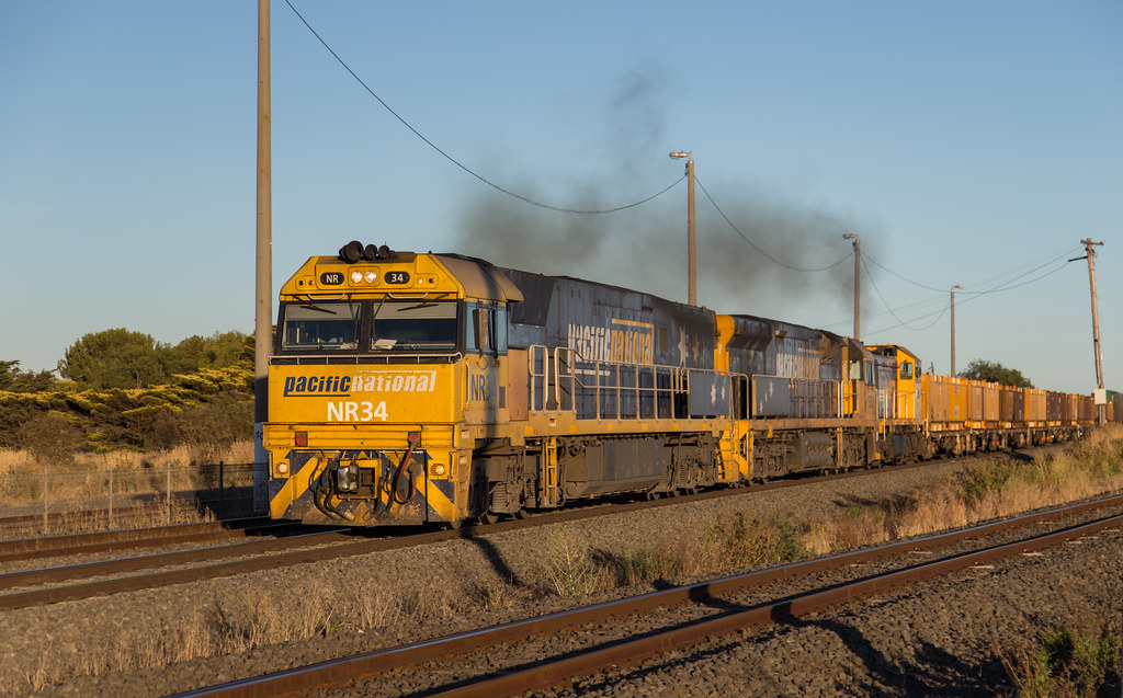 NR34, 9302 and T371 at Gheringhap by michaelgreenhill