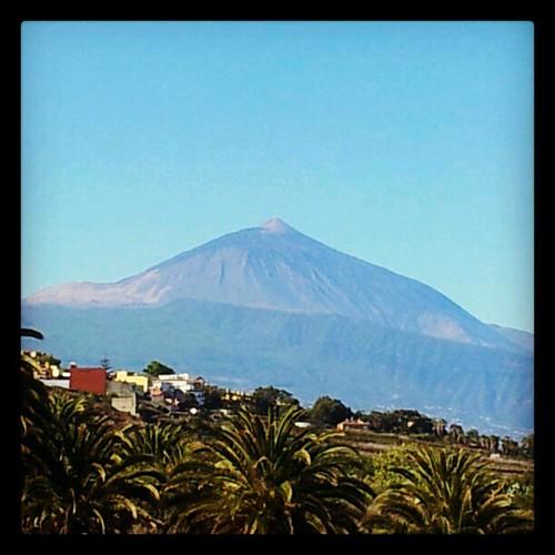 El padre #Teide está hoy desde mi ventana magestuoso. #naturaleza #paisaje #domingo #tenerife #canaryisland #Canarias #igercanarias #iger #instagram   by Pedro Baez Diaz @pedrobaezdiaz