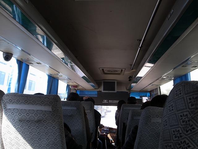 <p>バスの中です</p>