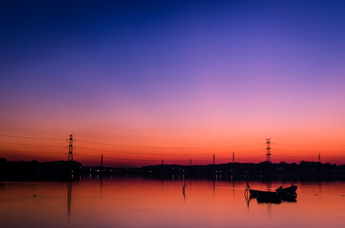 camera city travel sunset lake water colors lines silhouette japan photoshop buildings reflections photography lights nikon power zoom dusk tripod chiba gradient 日本 70300mm gaijin 旅行 tutorial manfrotto topaz lightroom adjust 夕焼け kashiwa 写真 カメラ abiko 外人 teganuma 外国人 柏 十二月 ニコン 我孫子 lr4 手賀沼 d7000