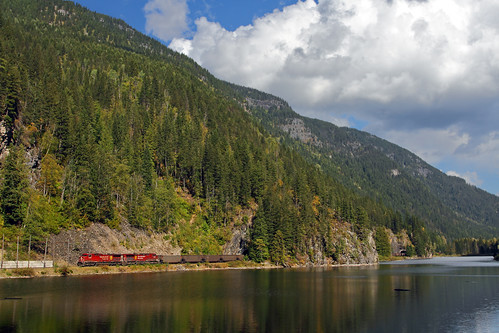 railroad canada train bc canadianpacific britshcolumbia cp tunnels revelstoke eaglepass coaltrain unittrain