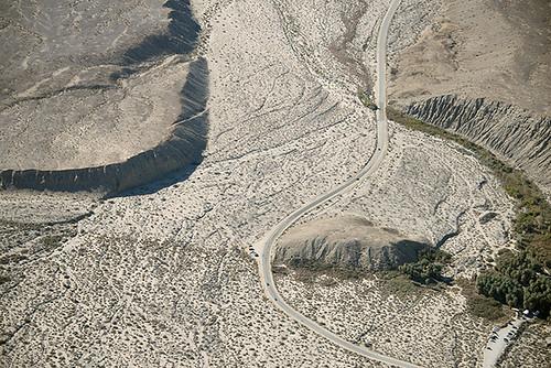 california nature oasis sanandreasfault coachellavalley fault geology geomorphology aerialphotograph coachellavalleypreserve riversidecounty indiohills missioncreekfault thousandpalmsoasis vegetationlineament missioncreekstrand