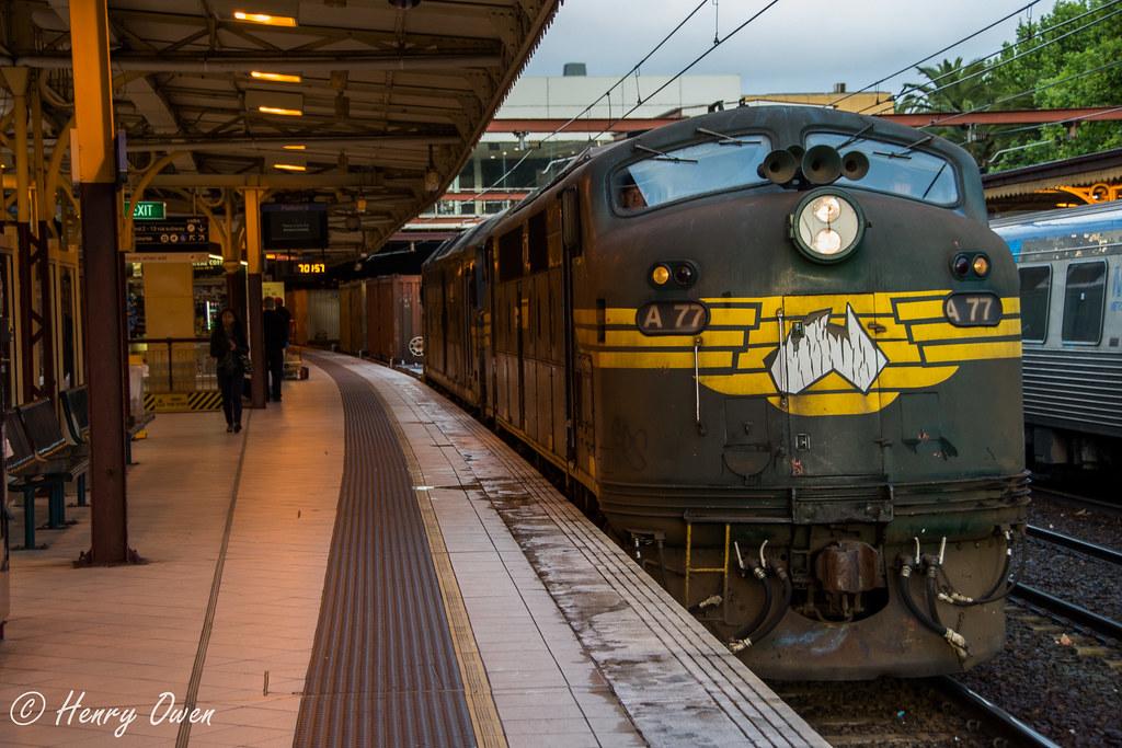 9556 into Flinders Street by Henry Owen