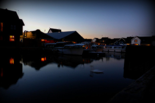 dusk evening bluehour boats water wroxham norfolk peninsulacottages summer sundown aftersunset longexposure lumix dmctz40 marina reflection reflectioninwater still silent clearsky norfolkbroads
