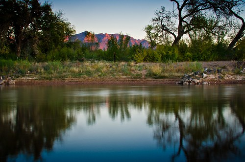 park newmexico landscape day clear bosque rivers greene enchantment posse riogrande sandiamountains riorancho bernalillo 18300mm sandovalcounty photographyland d7000nikkor grande5061nikon edgepathtrailcottonwoodtreesautumnfallleavesbernalillosheriffs roadriverrio lenshighway 550rich