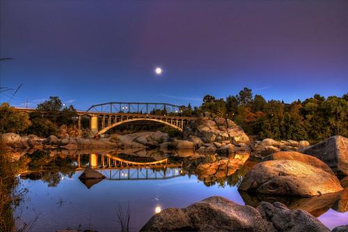 sunset moon lune luna fullmoon lunallena hdr rainbowbridge folsomca pjm1 20121028 lakenatomabridge pedromarenco
