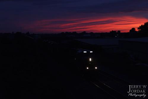 csxt 3291 et44ac sunset dusk clouds train northeast pennsylvania unitedstates us