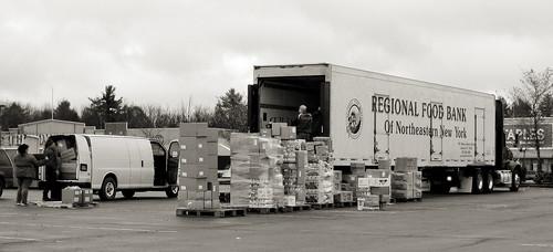 people candid tractortrailer foodtruck streetcandid canona1000is regionalfoodbankofnortheasternnewyork