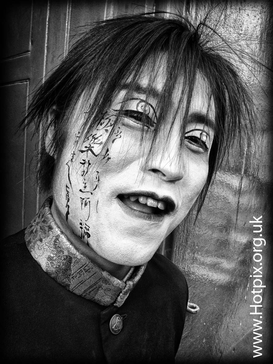 fringe2012,fringe,2012,Edinburgh,Scotland,High,St,Street,Royal,Mile,portrait,character,man,scary,image,photo,movie,Aki,Japan,Japanese,Nihon,boy,gentleman,venue,event,B/W,mono,square,HDR,urban,contrast,asian,male,performer,@hotpixuk