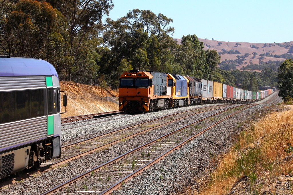 VL13 8326 about to pass NR70, G530 and 8115 on 2MC2 by Greensleeves.94