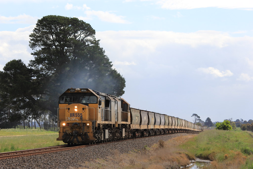 XR555 and XR559 power up the grade North of Grampians Loop by bukk05