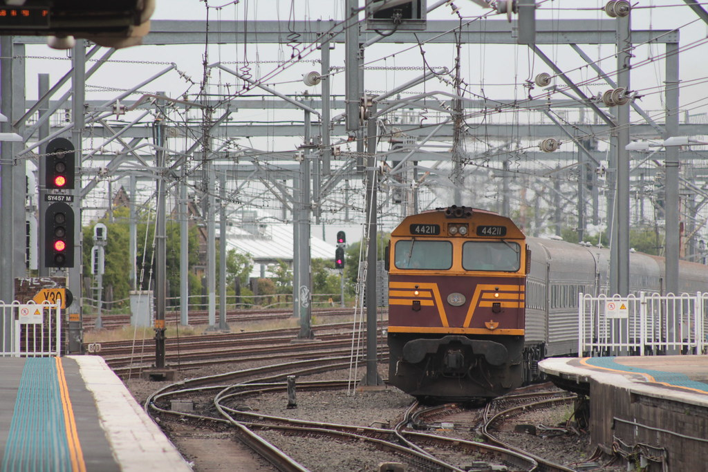 44211 leads the Southern Aurora at Redfern by Roy