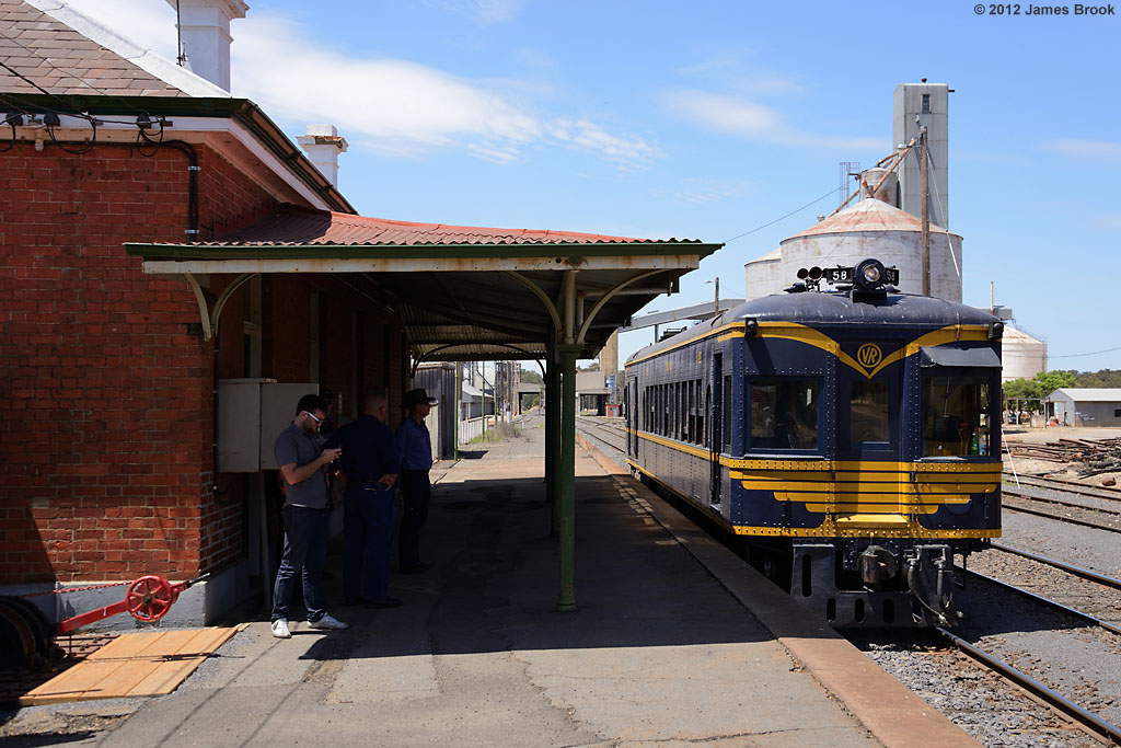 58RM at Dunolly with 8193 by James Brook