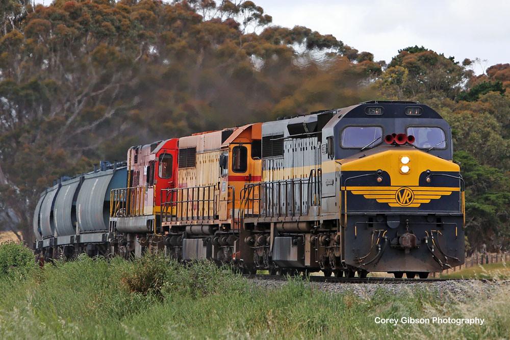 C501, L277 & 1872 approaching Vite Vite by Corey Gibson