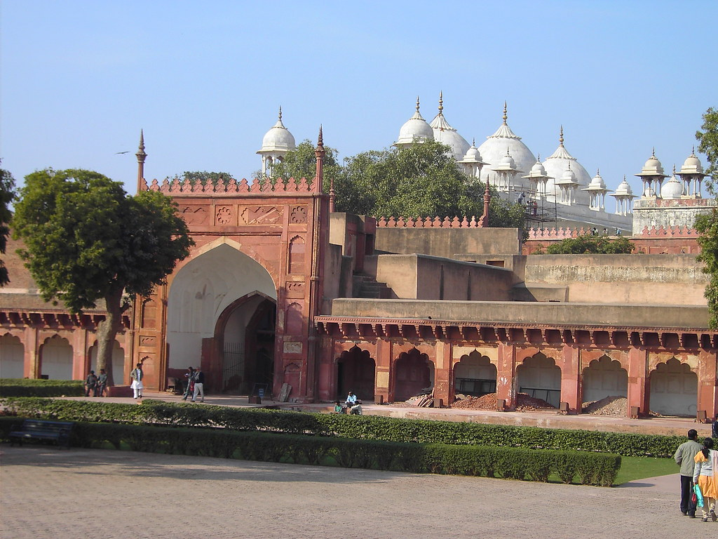 Moti's Masjid tourist places in Agra