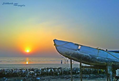 sunset sea beach boat nokia sid maharastra hdr ruby2 n79 nokianseries mangela siddhesh mumbaikar nokian79 boisar ringexcellence mahārāshtra besteverdigitalphotography siddheshmangela sidthecool007 siddacool
