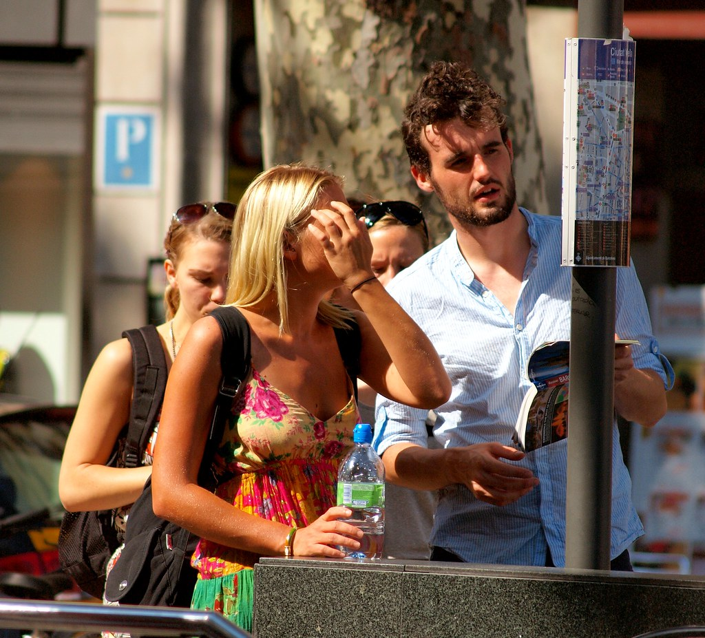 tourists in barcelona | tourists checking their map in barce… | Flickr