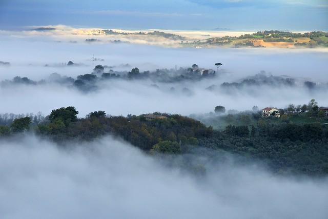 dalla nebbia