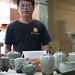 M. Jian Hong dans son atelier